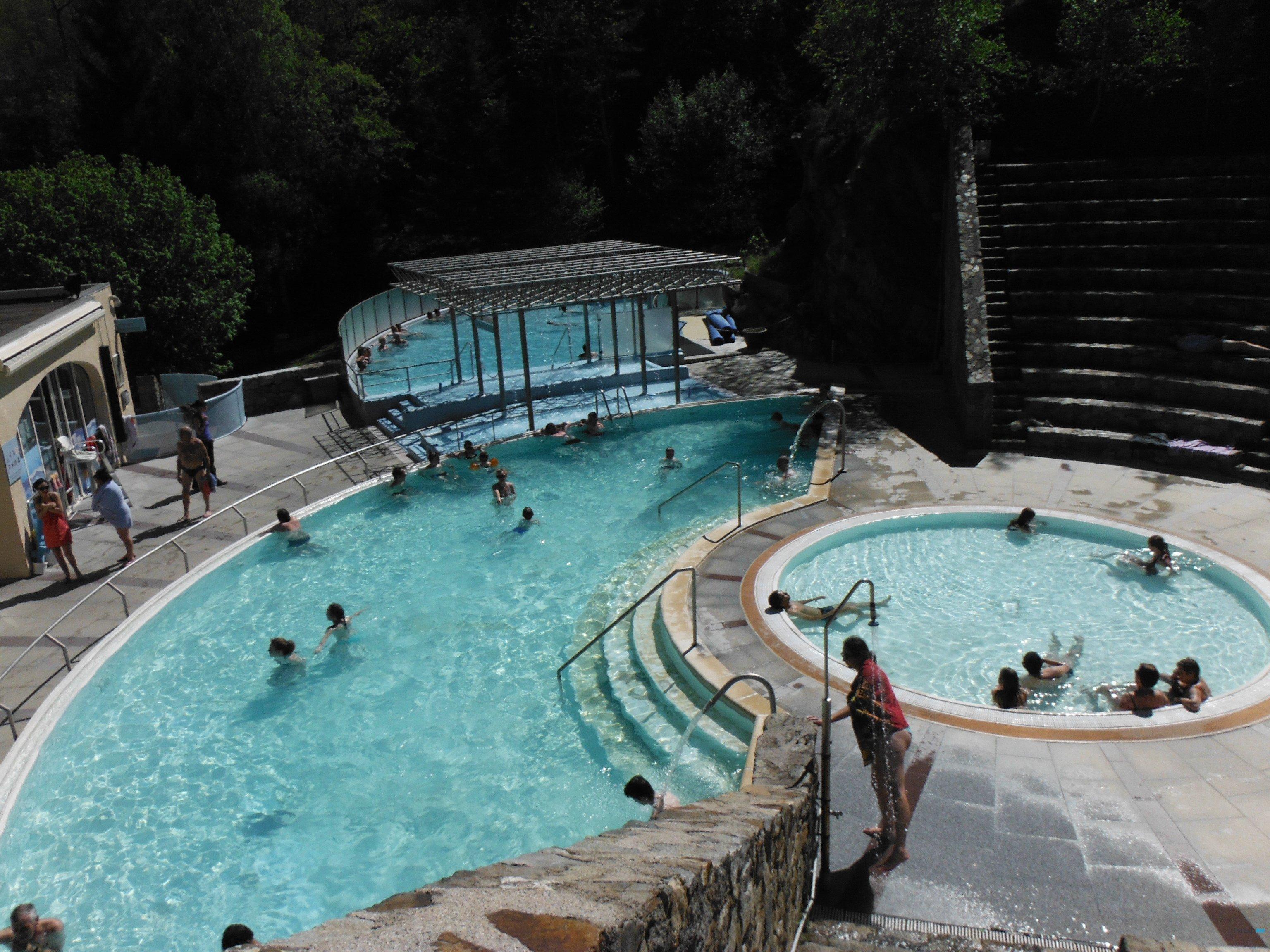 Bains d 39 eaux chaudes saint thomas dans les pyr n es for Les bains de