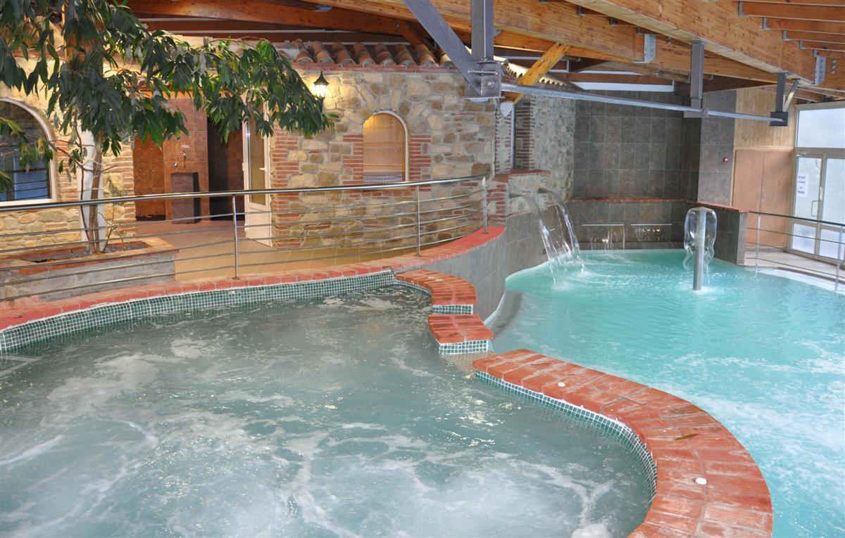 Bains d 39 eaux chaudes naturelles de llo for Les bains de