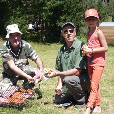 la grillade est offerte aux participants du concours de pêche